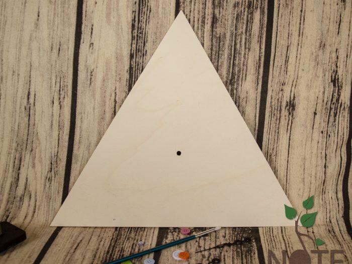 ceas triunghi din lemn