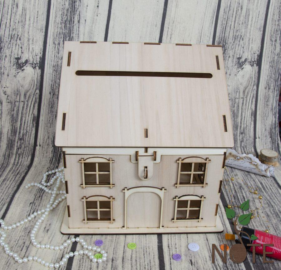 casa de bani din lemn