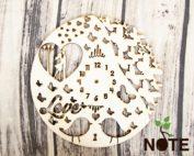 blank ceas lemn cu fluturi si cuplu