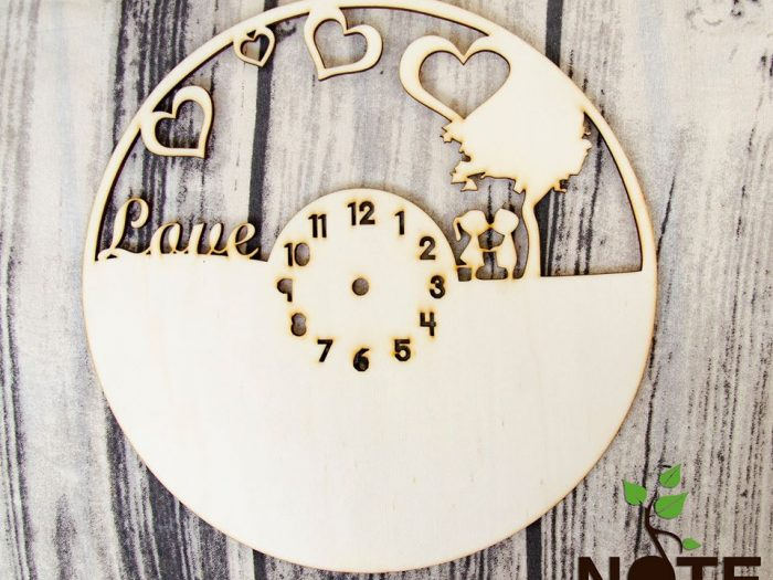 blank ceas lemn cu love si peisaj