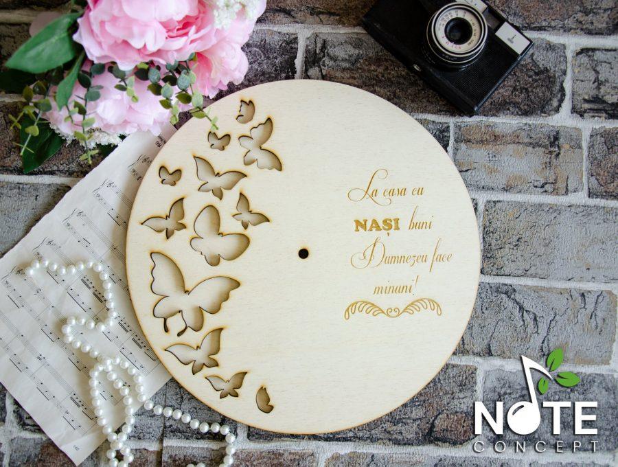 Ceas din lemn cu fluturi si mesaj gravat